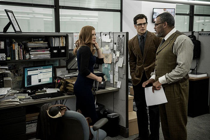 Batman-V-Superman-Dawn-of-Justice-Henry-Cavill-Amy-Adams-Laurence-Fishburne5